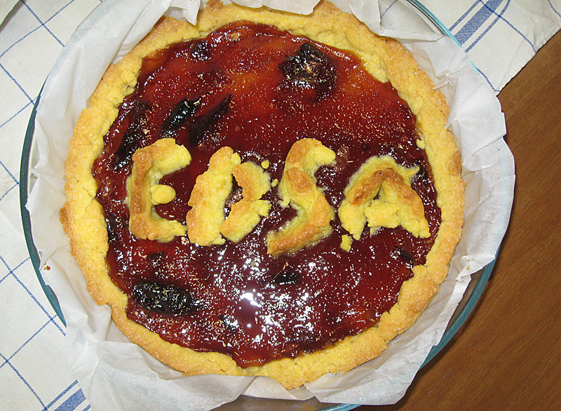 Cake with EDSA logo on a plate