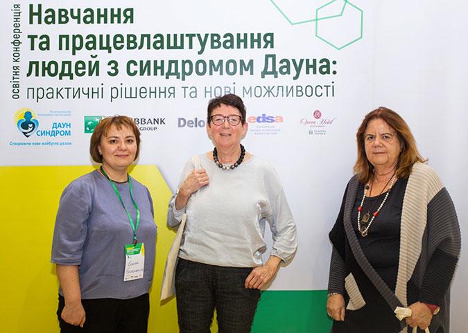 Elena Bolshanina, the president of the Ukrainian DS Association, Cora Halder and Anna Contardi (from left)
